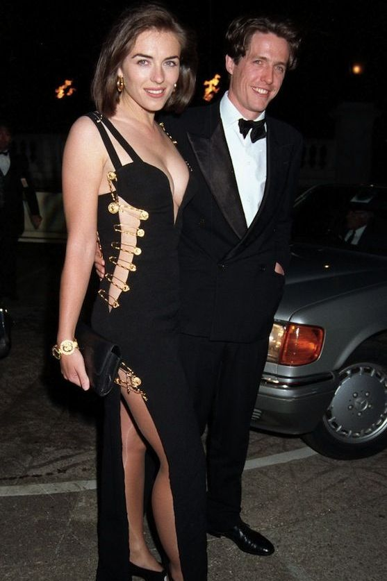 Elizabeth Hurley nosi Versaceovu malu crnu haljinu